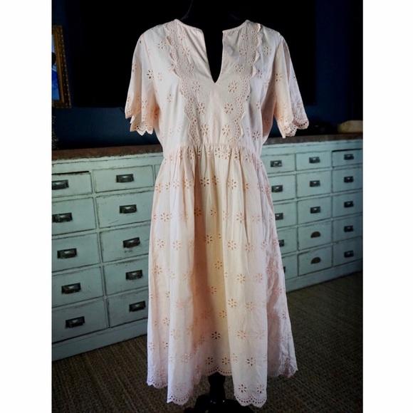 Madewell Dresses & Skirts - Madewell Pink Eyelet Scalloped Midi Dress